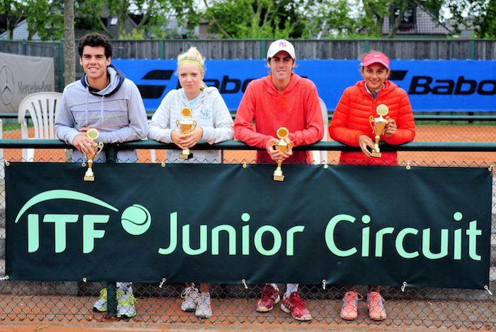 Siegerehrung Doppel: V.l. Francisco Buhamonte (ARG), Katharina Hobgarski (GER), Matias Zukus (ARG) und Anastsia Gasanova (RUS)