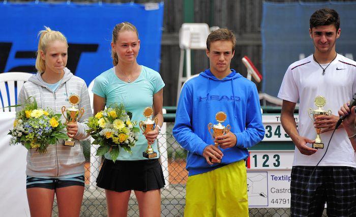 Siegerehrung Einzel: V.l. Katharina Hobgarski (GER), Maria Bouzkova (CZE), Paul Woerner (GER) und Johan Nikles (SUI)